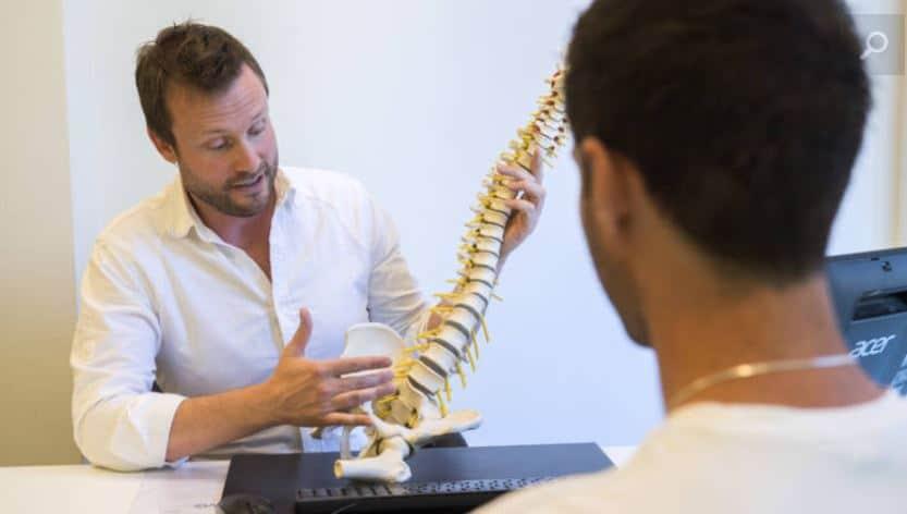 Rugpijn komt meestal door een aandoening aan de wervels zoals een hernia