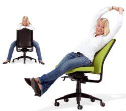 Rugklachten voorkomen, ontspannen zitten op de bureaustoel Ergo 452