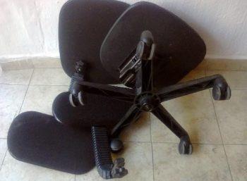 Kapotte bureaustoel vervangen